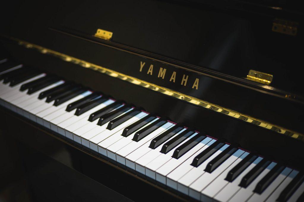 pianos yamaha vs roland qu marca de teclados es mejor 2019. Black Bedroom Furniture Sets. Home Design Ideas